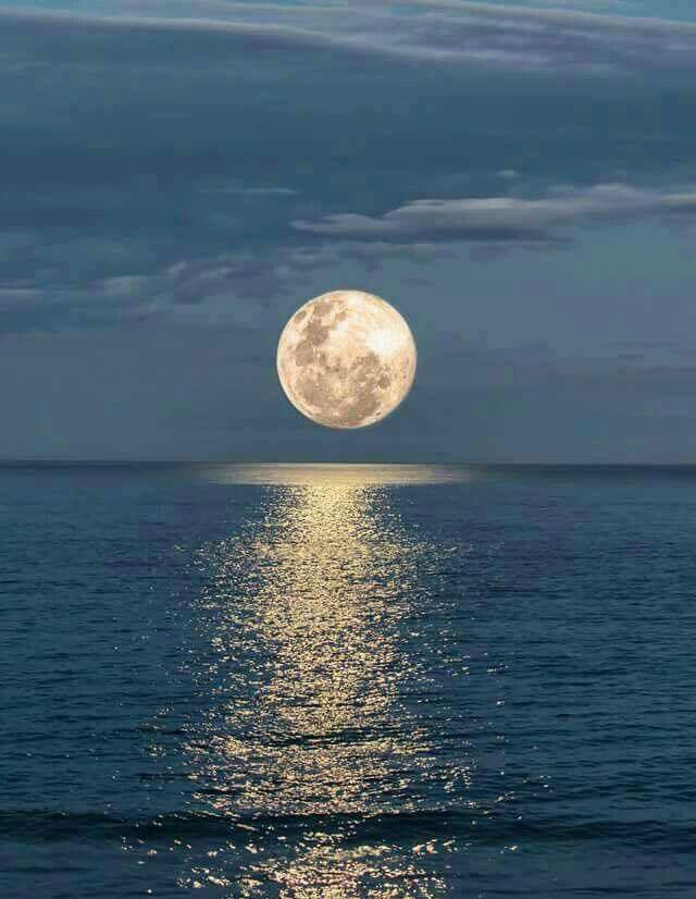 Full-moon-over-ocean