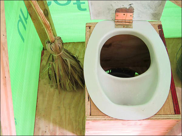 composting-toilet-haiti-crops-pot_42511_600x450